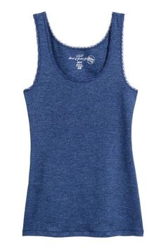 CONSCIOUS. Fitted vest top in ribbed jersey made from organic cotton with narrow lace trims.