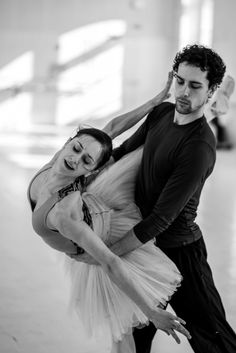 Marianela Nuñez and Stéphane Bullion in Swan Lake rehearsal at Vienna State Ballet