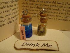 orecchini con mini bottiglie in vetro (ebay) una ha gel colorato con acrilico e l'altro alice(spero si veda) stampata e plastificata ;)