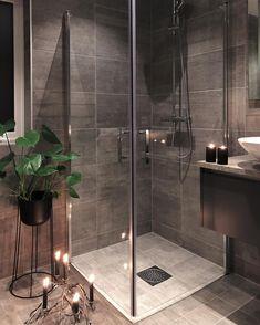 276 mentions J'aime, 8 commentaires - Natalie Giske Skrede (Atsushi Nagase. Bathroom Goals, Budget Bathroom, Bathroom Storage, Timeless Bathroom, Modern Bathroom, Small Bathroom, Home Room Design, Bathroom Interior Design, House Design