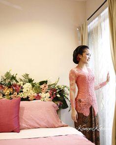 Kebaya Simple, Engagement Dresses, Dress Ideas, Dresses With Sleeves, Traditional, Blouse, Long Sleeve, Wedding, Inspiration