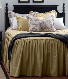 Classic country bedding from Country Curtains. (Weaver's Cloth Bedspread)