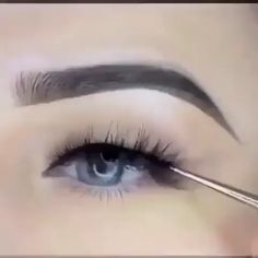 How do I get this perfect eyeliner? - How do I get this perfect eyeliner? Best Picture For fall Makeup For Your Taste You are looking f - Eyeliner Perfecto, Eyeliner For Hooded Eyes, Perfect Winged Eyeliner, Natural Eyeliner, Thick Eyeliner, How To Do Eyeliner, Winged Eyeliner Tutorial, Eyeliner Looks, Makeup Tricks