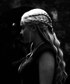 Emilia Clarke as Daenerys Targaryen. Wish my hair looked like that. Emilia Clarke, Game Of Thrones Facts, My Hairstyle, Hair Updo, Mother Of Dragons, Khaleesi, Queen, Hair Inspiration, Character Inspiration