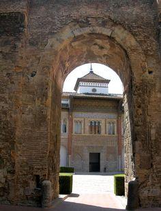 Rey Don Pedro - Portada del Palacio Mudéjar o de Pedro I en el Patio de la Montería. Real Alcázar de Sevilla