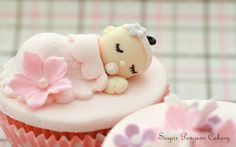 Not normally a fan of the sleeping baby thing, usually think it's quite creepy but this one is actually adorable! Baby Shower Cupcake Cake, Baby Girl Cupcakes, Funny Cupcakes, Torta Baby Shower, Shower Cakes, Fondant Cupcake Toppers, Cupcake Cakes, Elegante Cupcakes, Cakepops