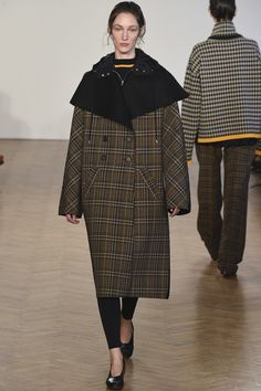 See the complete Pringle of Scotland Fall 2017 Ready-to-Wear collection.