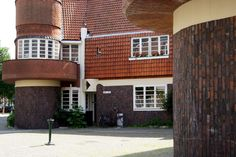 arbeiderswoningen in Amsterdam Amsterdam, Mansions, House Styles, School, Home Decor, Decoration Home, Manor Houses, Room Decor, Villas