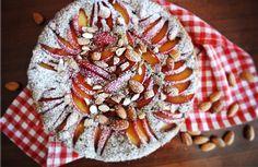 Azzuchef: Torta di grano saraceno con prugne e mandorle (senza zucchero, senza burro, senza glutine e senza lattosio)