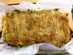 Vuoi provare un modo più stuzzicante di preparare le zucchine? Prova la semplicissima ricetta del tortino zucchine e parmigiano al forno!