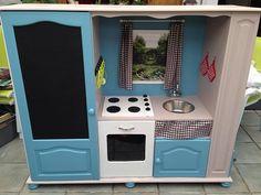 voici un tuto en images , étapes par étapes comment transformer un meuble de TV en cuisinière pour les enfants de maternelle. Un bricolage récup de meuble.
