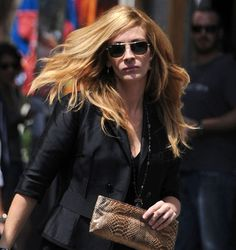 Strawberry blonde hair on Julia Roberts : summer hair inspiration.