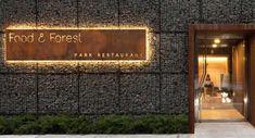 Arquitectura y alta cocina. Restaurant Exterior Design, Restaurant Facade, Park Restaurant, Outdoor Restaurant, Entrance Signage, Exterior Signage, Outdoor Signage, Wayfinding Signage, Signage Design