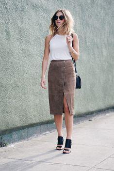 28 Timeless Pencil Skirt Outfits You Must See - Be Modish Black Skirt Outfits, Pencil Skirt Outfits, Pencil Skirts, Suede Pencil Skirt, Pencil Skirt Black, Black Chiffon Blouse, Black Blouse, Petite Fashion, Trendy Fashion