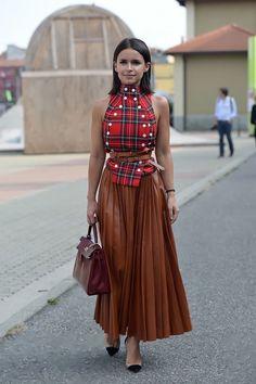 New Fashion Week Street Style Skirt Mira Duma Ideas Look Fashion, Fashion Outfits, Womens Fashion, Fashion Design, Milan Fashion, Plaid Outfits, Fashion 2018, Skirt Outfits, Latest Fashion