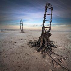 El fotógrafo polaco Dariusz Klimczak construye unos paisajes misteriosos surrealistas con la ayuda de Photoshop.