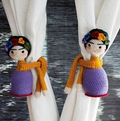 Feet so I want them if I have wings to fly. Pies para que los quiero si tengo alas para volar. Set of hand crochet Frida curtain tiebacks . Crochet Home, Love Crochet, Crochet Gifts, Crochet Dolls, Hand Crochet, Crochet Baby, Knit Crochet, Amigurumi Doll, Amigurumi Patterns