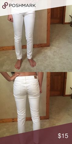 American Eagle jeans American Eagle white skinny jeans. Worn a few times, still in great condition! Tag says 0 but fits more like 00 American Eagle Outfitters Jeans Skinny