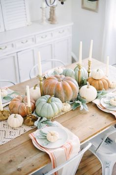 Fall Cottage Dining Room This simple Fall Cottage Dining Room uses neutral tones and natural elements to bring a the fall season into your space with sophistication and ease. The post Fall Cottage Dining Room appeared first on Lori Fairman. Thanksgiving Table Centerpieces, Thanksgiving Table Settings, Thanksgiving Tablescapes, Fall Table Settings, Diy Thanksgiving, Setting Table, Table Centerpieces For Home, Thanksgiving Vegetables, Thanksgiving Cookies