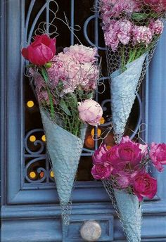 Popular in the Victorian Era, A Tussie-Mussie is a small bouquet of flowers; a nosegay Or a cone-shaped holder for such a bouquet. ~Tussie-Mussie made from wire ~ Deco Floral, Floral Design, Chicken Wire Crafts, Craft Projects, Projects To Try, Craft Ideas, Home Crafts, Diy Crafts, Deco Champetre