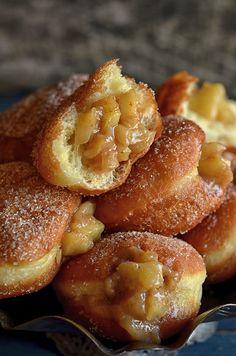 Pączki z jabłkami - niebo na talerzu Snack Recipes, Dessert Recipes, Snacks, Polish Recipes, Polish Food, Gordon Ramsay, Just Desserts, Donuts, French Toast