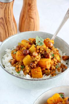 Red Lentil Dahl with Roasted Pumpkin & Hazelnuts Quinoa Recipes Easy, Veggie Recipes, Indian Food Recipes, Healthy Recipes, Ethnic Recipes, Dahl Recipe, Plat Vegan, Lentil Dahl, Lentil Dishes