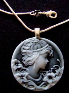 """LARGE CAMEO * SO PRETTY GIRL*18"""" SS PLATED CHAIN"""