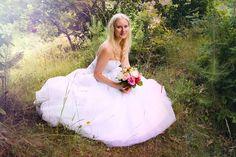 Elfenhaftes Portrait im Brautkleid in der Natur  Hendrikje Richert Fotografie  Neubrandenburg