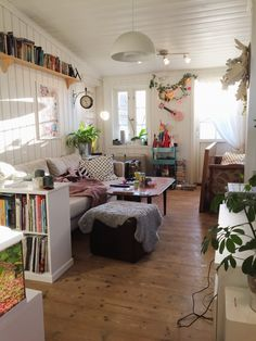 Cozy living room belonging to illustrator Gunvor Rasmussen www.gunvor.no #scandinavian #style #nordic #interior #norway #bergen