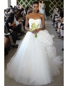 Darlings, here's your gorgeous for the day: the Oscar de la Renta spring 2013 Bridal Collection. Many kittens will be happy to see that, unlike a lot of Next Wedding, Sister Wedding, Chic Wedding, Wedding Styles, Spring Wedding, Dream Wedding, Bridal Dresses, Wedding Gowns, Flower Girl Dresses