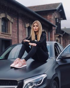 Want to find latest and trendy women clothes in this season? Yoins updates various styles of fashion clothes every day, fill your wardrobe with our affordable clothes. Car Poses, Looks Pinterest, Chica Cool, Luxury Girl, Shooting Photo, Car Girls, Girl Car, Fashion Outfits, Womens Fashion
