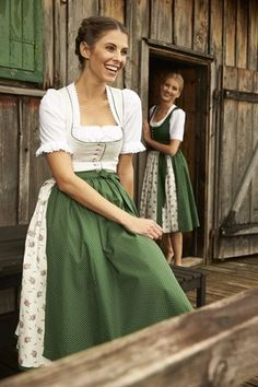 Tostmann Trachten: Dirndl classics Oktoberfest Outfit, Celtic Dress, Green Wedding Dresses, Dirndl Dress, German Women, Travel Dress, Miss Dress, Folk Costume, Retro Outfits