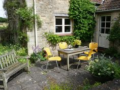 Dolphin Cottage Bath by rmtw, via Flickr