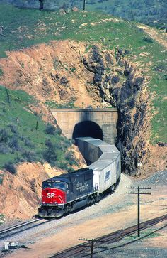 A immaculate Southern Pacific leads a southbound Road-railer out of Tunnel Tehachapi Pass, California. Grand Funk Railroad, Union Pacific Railroad, N Scale Trains, Rail Transport, Railroad Photography, Train Pictures, Rolling Stock, Train Journey, Trains