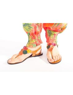 Sandale cu flori aplicate Maro