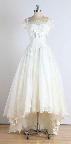Trousseau . vintage 1950s dress . vintage by millstreetvintage #Repin