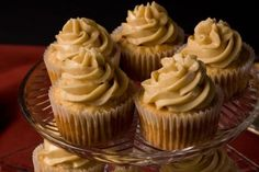 Spiced Apple Cupcakes With Maple Buttercream Topping Apple Cupcakes, Fun Cupcakes, Cupcake Cakes, Cup Cakes, Making Cupcakes, Apple Cookies, Cupcake Party, Mini Cakes, Maple Buttercream