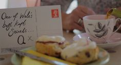 Meet 2 great local characters at the #LlewGlas deli in Harlech, Snowdonia. Hear their story. #Scones to die for from our #Harlech holiday cottages. A holiday in Wales puts you in touch with interesting characters and unique places.www qualitycottages.co.uk/holiday-cottages-harlech.