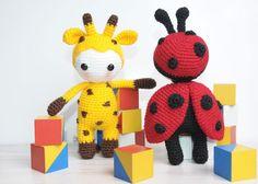 Amigurumi doll in ladybug costume, #crochet, free pattern, amigurumi, #haken, gratis patroon (Engels), pop lieveheersbeestje, knuffel, speelgoed, link voor giraf op pagina, #haakpatroon