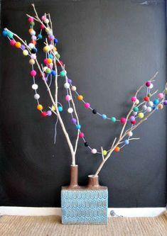 The Felt Ball Garland Wraps Around Your Christmas Tree and Adds Beauty #DIY #home trendhunter.com