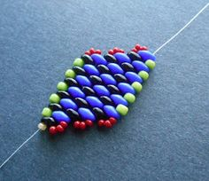 Seed bead jewelry Diagonal SuperDuo Peyote ~ Seed Bead Tutorials Discovred by : Linda Linebaugh
