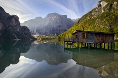A secluded cabin in Lake Braies, Dolomites, Italy.the clearest water anywhere! Plitvice Lakes National Park, Banff National Park, National Parks, Landscape Photography, Nature Photography, Image Photography, Creative Photography, Secluded Cabin, Riomaggiore