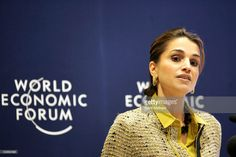 2005, Queen Rania addresses the World Economic Forum on Youth and... Photo d'actualité | Getty Images