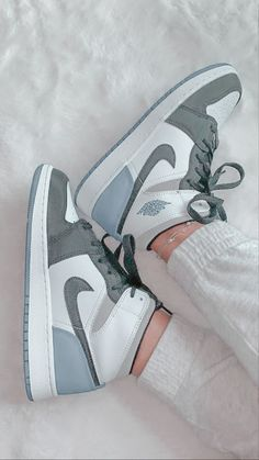 Dr Shoes, Swag Shoes, Cute Nike Shoes, Cute Sneakers, Nike Air Shoes, Hype Shoes, Shoes Jordans, Good Shoes, Sneakers Nike