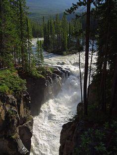 ^Sunwapta Falls – Canada