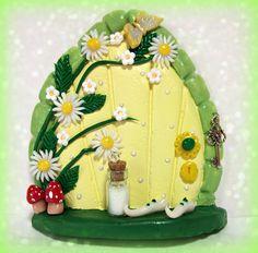 Fairy Door - via etsy Clay Fairies, Elves And Fairies, Polymer Clay Fairy, Polymer Clay Crafts, Clay Fairy House, Fairy Houses, Fairy Crafts, Diy And Crafts, Kobold