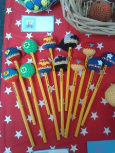 Free crochet pattern for pencil toppers by Amiguruthi