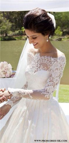 I've pinned this before but this has got to be the most beautiful wedding gown ever!