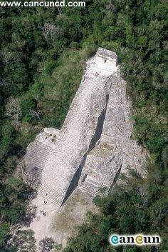 Cobá es una ciudad mundialmente conocida ruinas mayas con varias pirámides…