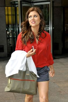 Tiffani Thiessen. Handbag, red blouse, shorts. Summer outfit. #streetstyle #longhairstyle